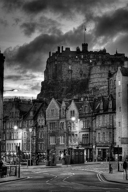 Edinburgh Castle Source: http://www.flickr.com/